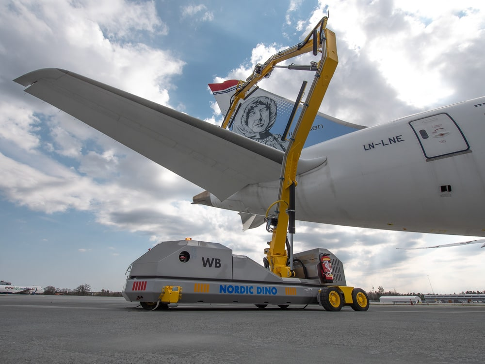 The past, present and future of aircraft cleaning